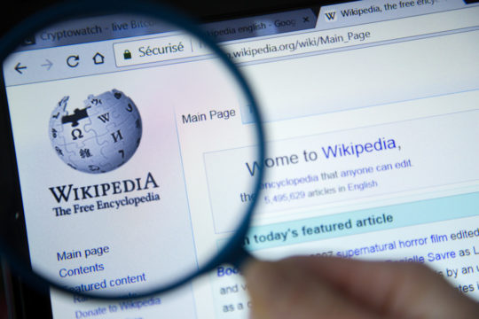 Paid Wikipedia editors, vs Professional Wikipedia editors; what's the difference?
